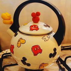 Pra M csa Nova Mickey Mouse House, Mickey Mouse Kitchen, House Mouse, Mini Mickey, Mickey Minnie Mouse, Casa Disney, Disney Rooms, Disney Kitchen Decor, Disney Home Decor
