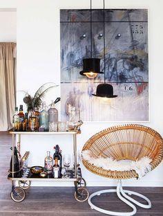 Vintage Decor Living Room 12 Ideas for Making Your Bar Cart Truly Swanky Diy Bar Cart, Bar Cart Styling, Bar Cart Decor, Brass Bar Cart, Gold Bar Cart, Tulum, Canto Bar, Vintage Bar Carts, Outside Bars