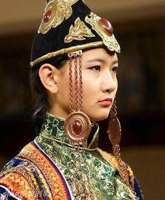 Mongolia | Fashion show at Torgo house. Ulaan Bator. | © Philippe Michel