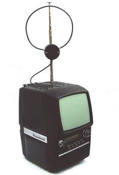 KRG Orbiter 403 DE - 1977 ? Vintage Television, Tv Sets, Vintage Tv, Boombox, Old Tv, Antique Shops, Mid Century Design, Tvs, Radios