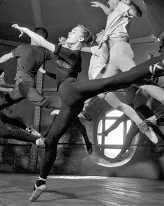 Robert Doisneau Opéra de Paris. Paris, 1950.