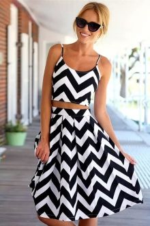 Wavy Striped Crop Top and Skirt Suit http://www.zaful.com/wavy-striped-crop-top-and-skirt-suit-p_38772.html?lkid=8060
