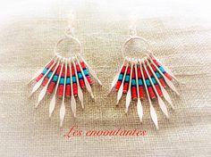 Boucles d'oreilles percées fantaisie ethnique style amérindien argentées pendentif à tiges de perles miyuki rouge turquoise et bleu : Boucles d'oreille par les-envoutantes