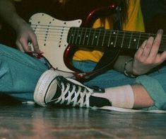 50 images about aes: riot grrrl on We Heart It Grunge Look, Grunge Style, Soft Grunge, Music Aesthetic, Aesthetic Grunge, Aesthetic Vintage, Aesthetic Videos, Pantheon Lol, 1990 Style