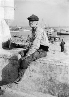 https://flic.kr/p/7Jfwfp   Pescador, Ericeira?,Portugal   Fotógrafo: Estúdio Horácio Novais. Fotografia sem data. Produzida durante a actividade do Estúdio Horácio Novais, 1930-1980.  [CFT164 023442.ic]