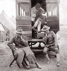 Vintage photo of a Dental Ambulance during wartime.(firstworldwar.com)
