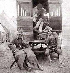 Vintage photo of a Dental Ambulance during wartime.(firstworldwar.com)