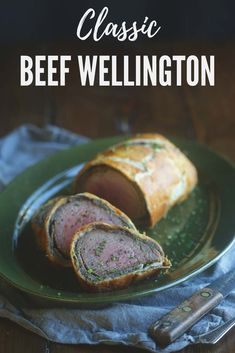 If you want to impress your guests, this Beef Wellington is definitely the move Beef Wellington Recipe, Wellington Food, Steak Recipes, Cooking Recipes, My Favorite Food, Favorite Recipes, Good Food, Yummy Food, Beef Dishes
