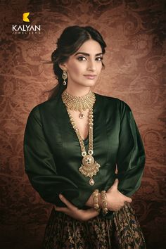 Sonam kapoor and Anand Ahuja marriage date announced : शादी मुंबई में होगी… Diva Fashion, Ethnic Fashion, Indian Fashion, Sonam Kapoor, Gold Jewellery Design, Gold Jewelry, Gold Necklace, Jewelry Sets, Jewlery