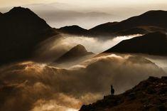 Montañas Nubladas por Cornel Pufan