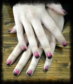 Degradado aditivo Shellac. Nails desing Shellac pink and black additive gradient.