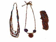 Collares realizados en sari silk. Tejido reciclado de seda de saris