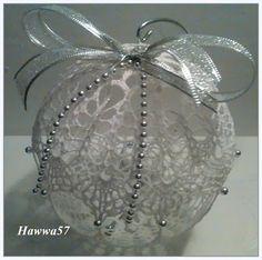 Szydełkowe dziergadła - Hawwa57: Boże Narodzenie - bombki z szydełkowej koronki