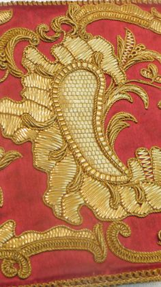 Detail of couched straw work on a late 18thCentury pocketbook (clutch) from LACMA   The Straw Shop. Click on image to see further images
