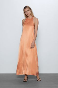 Long sleeveless dress featuring a halter neck, back vent at the hem and back opening with tie fastening. HEIGHT OF MODEL: 177 CM / Vestidos Zara, Dressy Tops, Zara Dresses, Satin Dresses, Look Zara, Zara Women, Summer Wardrobe, Mannequin, Maxi Dresses