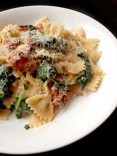 Culy Homemade: snelle pasta met spinazie, tomaatjes en basilicum -