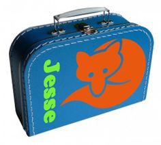 Een leuk koffertje met daarop een vosje en de naam van je kindje.