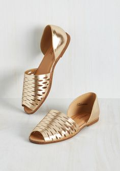 Bold, Metallics, and Underline Flat. No matter how you format em, these metallic gold flats are fab! #gold #modcloth