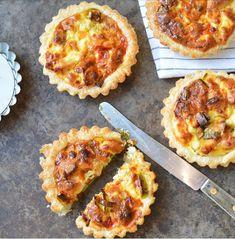 Ellouisa: Miniquiches met kip en prei Frittata, Hawaiian Pizza, Pepperoni, Tapas, Lunch Box, Brunch, Pie, Baking, Quiches