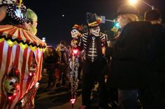 Revellers celebrate in costume at the West Hollywood Halloween Carnaval in West Hollywood | Reuters International News Photos - Yahoo Deportes