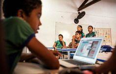 Google leva internet a escola brasileira por balão