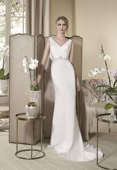 Discover our dress Geranio in Cabotine. We have the latest trends and the best designs in all kinds of dresses.