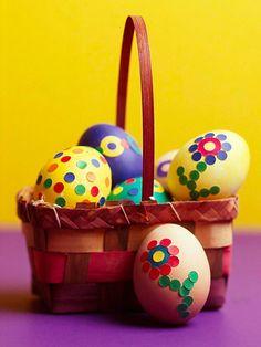 Húsvéti tojásfestés helyett, tojásragasztás...