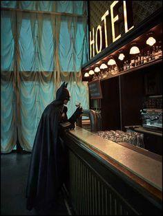 Clark Kent, Gotham City, Damien Hirst, Cinema Art, Arte Dc Comics, Batman Wallpaper, Blockbuster Movies, Batman Art, Backgrounds