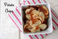 Make these oven-baked potato chips for a much healthier version of this crave-worthy snack! Homemade potato chips are the perfect side dish for dinner! Side Recipes, Apple Recipes, Veggie Recipes, Potato Chop Recipe, Dinner Dishes, Side Dishes, Potato Chips, Kid Friendly Meals, Appetizer Ideas