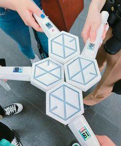 I want one so badly Lightstick Exo, Chanyeol Baekhyun, Kpop Exo, Kpop Entertainment, Exo Merch, Exo Lockscreen, Do Kyung Soo, Bts And Exo, Kpop Aesthetic