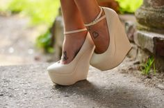 Nude Wedges & Delicate Tattoos