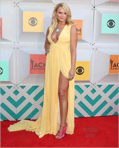 Miranda Lambert at 2016 ACM Awards with a pistol in her high heels holster! Country Music Awards, Country Music Artists, Country Women, Country Girls, Miranda Lambert Photos, Country Female Singers, Nashville, Beautiful Celebrities, Beautiful Women