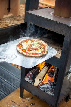 Enrich your garden or terrace with this stylish pizza oven, barbeque, cooker and outdoor fire all in one. Oven Diy, Diy Pizza Oven, Cooking Stove, Stove Oven, Outdoor Oven, Outdoor Cooking, Bbq Grill, Grilling, Barbecue