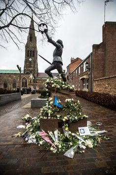 White roses adorn the statue of King Richard III outside Leicester Cathedral where his re-interment ceremony was held today, March 26th.