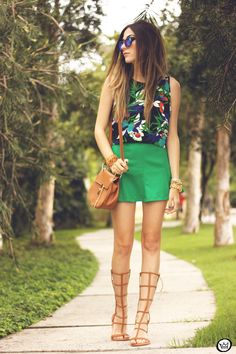 How to Wear High Gladiator Sandals this Summer | Street Style Outfit Inspiration | @fashioncoolture blogger in green skirt, printed blouse, and tan sandals