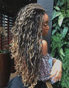 43 Cool Blonde Box Braids Hairstyles to Try - Hairstyles Trends Blonde Box Braids, Braids For Black Hair, Wavy Hair, Blonde Dreadlocks, Curly Braids, Faux Locs Hairstyles, Girl Hairstyles, Black Hairstyles, 1920s Hairstyles