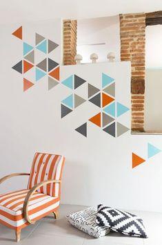DIY : une décoration murale graphique originale. Needs : scotch, peinture, inspiration ! CôtéMaison.fr