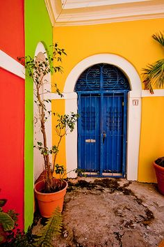 Portal.  Someone's courtyard. San Juan, PUERTO RICO.    (by Was_Sam)