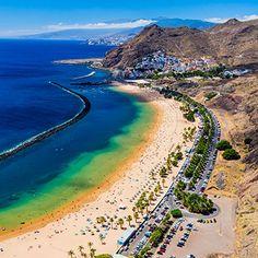 Desde escenarios naturales tan espectaculares como el acantilado de los Gigantes, las Cañadas del Teide o el Parque Rural de Anaga a los preciosos cascos históricos de La Laguna, La Orotava y Garachico. Los imprescindibles que tienes que descubrir si quieres presumir de haber visitado la isla. Tenerife, Canario, Golf Courses, Water, Outdoor, Eye Photography, Canary Islands, Places To Visit, Parks