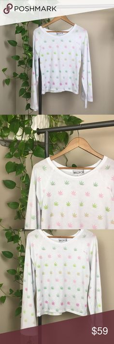 WILDFOX🍁tee WILDFOX ombré pot leaf shirt. Awesome, supa funky bell sleeves.  Cropped in length, oversized fit.  Gently used condition.   ❌No trades ✔️Add your likes to a bundle and see what happens😏 Wildfox Tops Tees - Long Sleeve