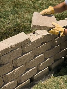 to Build an Interlocking Retaining Wall We'll show you how to build a strong, stylish retaining wall without mortar.We'll show you how to build a strong, stylish retaining wall without mortar. Small Retaining Wall, Backyard Retaining Walls, Building A Retaining Wall, Retaining Wall Steps, Tiered Landscape, Landscape Bricks, Landscape Design, Landscape Steps, House Landscape