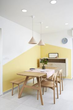 Do you need new decor for your room but your budget is low? Try to paint your walls creatively! Think about boring white walls as a blank canvas that is waiting for you and your color! Rare and unique wall color ideas are often based on simple shapes and Creative Wall Painting, Room Wall Painting, Room Decor, Wall Decor, Office Interiors, Decor Interior Design, White Walls, Wall Colors, Bedroom Wall