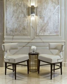 Stunning chairs and wall detailing #chairs #chair#ideiasdesign #chairsdesign www.covetlounge.net/
