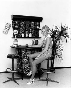 I want this bar so sixties/seventies just can't see the soda syphon #70s