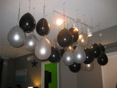 Hanging balloons that looks like a chandelier. maybe add a marble inside the balloon to hold the weight. New Year's Eve Party Themes, New Years Eve Games, New Years Decorations, Balloon Decorations, Balloon Party, New Year's Eve Celebrations, New Year Celebration, New Years Party, New Years Eve Party Ideas For Adults