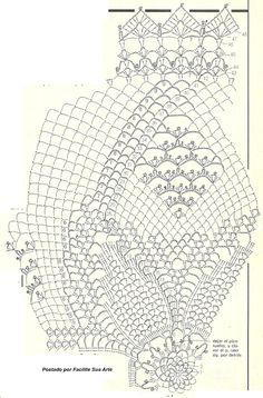 Fino centro de mesa, redondo em forma de flor, trabalhada em crochê com agulha 1mm.