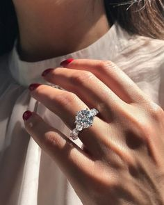 42 Top Round Engagement Rings: Best Rings Ideas %%page%% %%sep%% %%sitename%% Hipster Vintage, Style Hipster, Dream Engagement Rings, Designer Engagement Rings, Solitaire Ring Designs, Solitaire Diamond, Diamond Rings, Diamond Nails, Diy Art