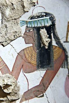 Arqueólogos descobrem túmulo de mais de 3 mil anos no Egito