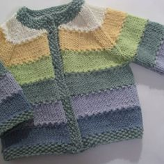 Baby sweaters, Show Your Crafts and DIY Projects. Crochet Baby Cardigan, Baby Cardigan Knitting Pattern, Baby Boy Knitting, Knitting For Kids, Baby Knitting Patterns, Knitting Designs, Oasis Fashion, Baby Kimono, Baby Girl Sweaters