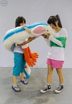 Chihiro and Haku from Spirited Away Couple Halloween Costumes, Halloween Cosplay, Cool Costumes, Casual Cosplay, Cosplay Outfits, Cosplay Costumes, Chihiro Cosplay, Cosplay Anime, Amazing Cosplay